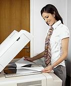 banque de photo employ bureau r paration photocopieur 42 18532992 recherchez des images. Black Bedroom Furniture Sets. Home Design Ideas